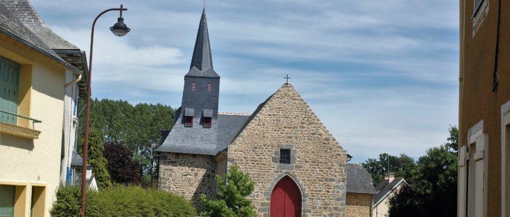 Place église à Langouët
