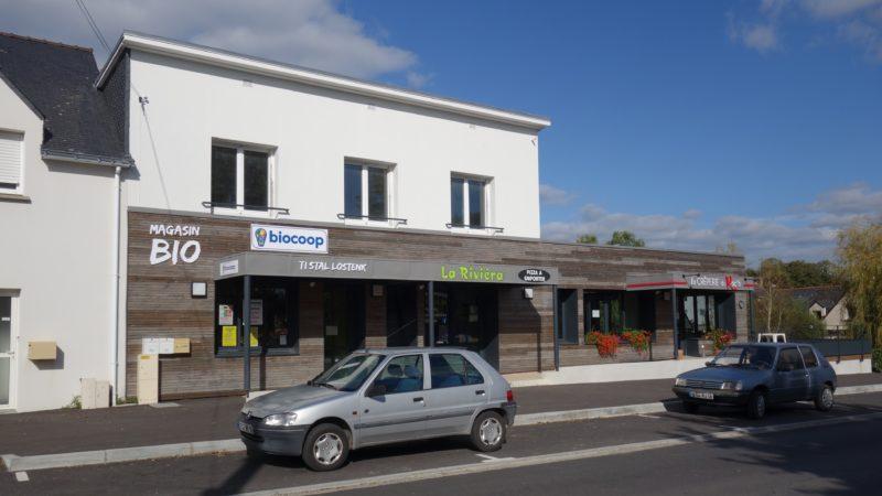 Commerces dans bâtiment Nostang