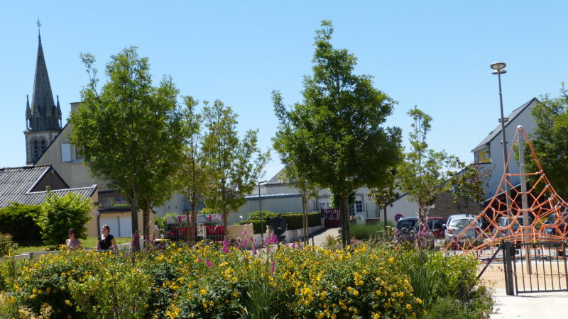 Locqueltas : aménagement de la place de la mairie