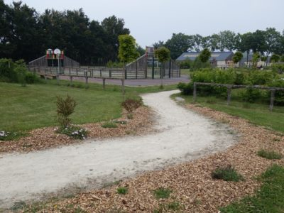 langudias-sentier-du-jardin-vers-lcole-11-md